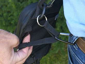 Walkybag fixieren - Gassitasche für Hundehalter - Kotbeutel entsorgen